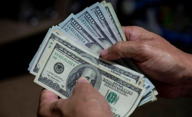 BahrainNOW.net |الدولار يتراجع من أعلى مستوى له في أكثر من أسبوعين