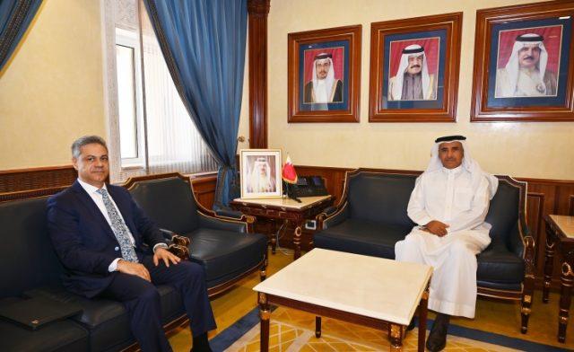 BahrainNOW.net   وزير الإسكان يبحث سبل تعزيز التعاون مع مجلس الشورى