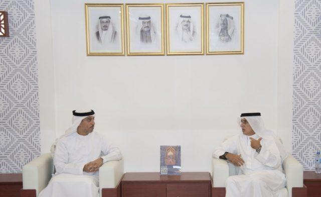 BahrainNOW.net   على هامش معرض سوق السفر العربي 2021.. وزير الدولة لريادة الأعمال الإماراتي يزور جناح مملكة البحرين