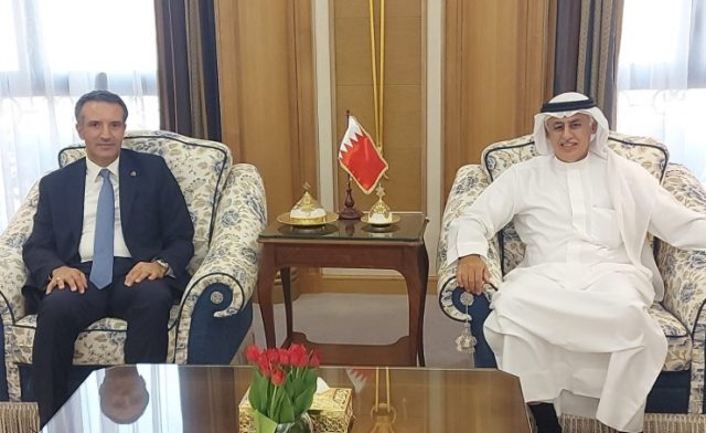 BahrainNOW.net |على هامش فعاليات مؤتمر إنعاش السياحة المقام بالرياض .. الزياني يجتمع بعدد من وزراء السياحة