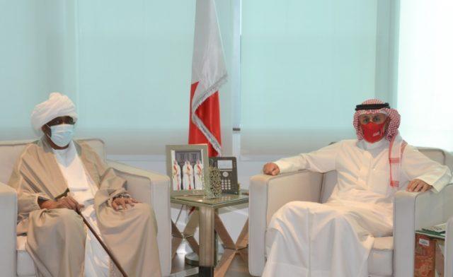 BahrainNOW.net   وزير الصناعة والتجارة والسياحة يستقبل السفير السوداني بمناسبة انتهاء فترة عمله