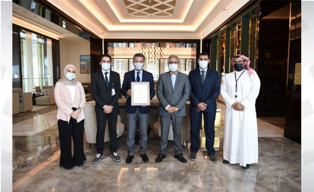 BahrainNOW.net   تكريم شركة مطار البحرين بجائزة السلامة الدولية 2021 من مجلس السلامة البريطاني