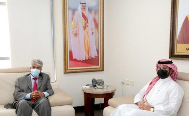 bahrainnow.net  الأمين العام للمؤسسة الملكية للأعمال الإنسانية يستقبل سفير الخير الطالب عبدالرحمن الشيخ